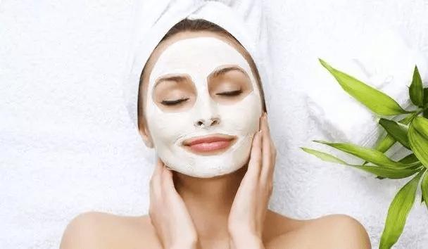 En İyi 12 Kil Maskesi: Tüm Cilt Tipleri İçin Kil Maskeleri