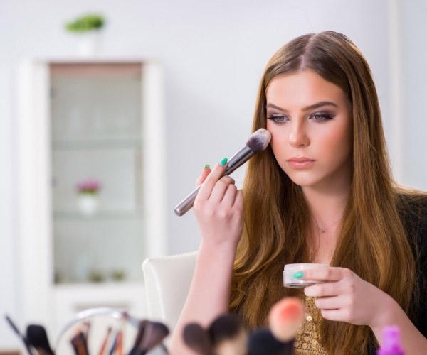 Maske Takarken Cilt Bakımı ve Makyaj Nasıl Yapılır? Maske Takarken Cilt Sorunları Nasıl Önlenir?