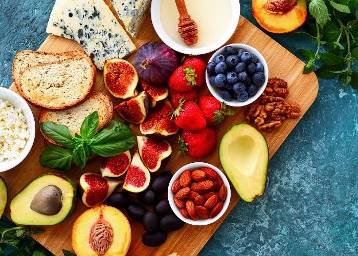 Kilo Aldırmayan Düşük Kalorili Besinler: Kilo Vermenize Yardımcı Olacak Atıştırmalıklar