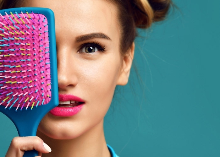 Saç Fırçası Ve Tarak Nasıl Temizlenir? Saç Sağlığı İçin Tarak ve Fırça Temizliği