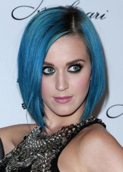 Gece Mavisi Saç Rengi Nasıl Elde Edilir? Mavi Siyah Saç Rengi Bakımı ve Saç Stilleri