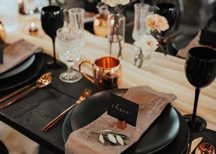 Sevgililer Günü İçin Dekorasyon Önerileri: Evde Romantik Masa Hazırlama