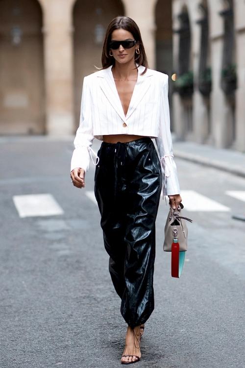 Kadın Deri Pantolon Kombinleri: Siyah, Kahverengi, Beyaz 10 Suni Deri Pantolon Kombini