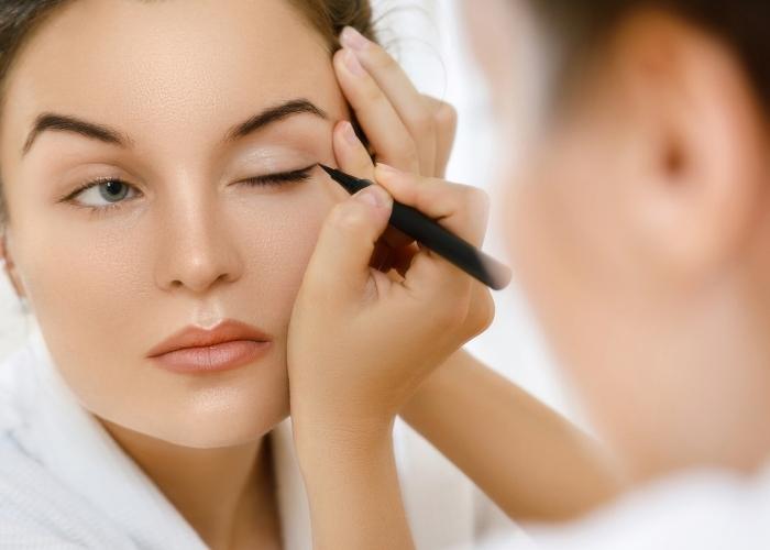 Eyeliner Nasıl Çekilir? 3 Farklı Eyeliner Çekme Yöntemi